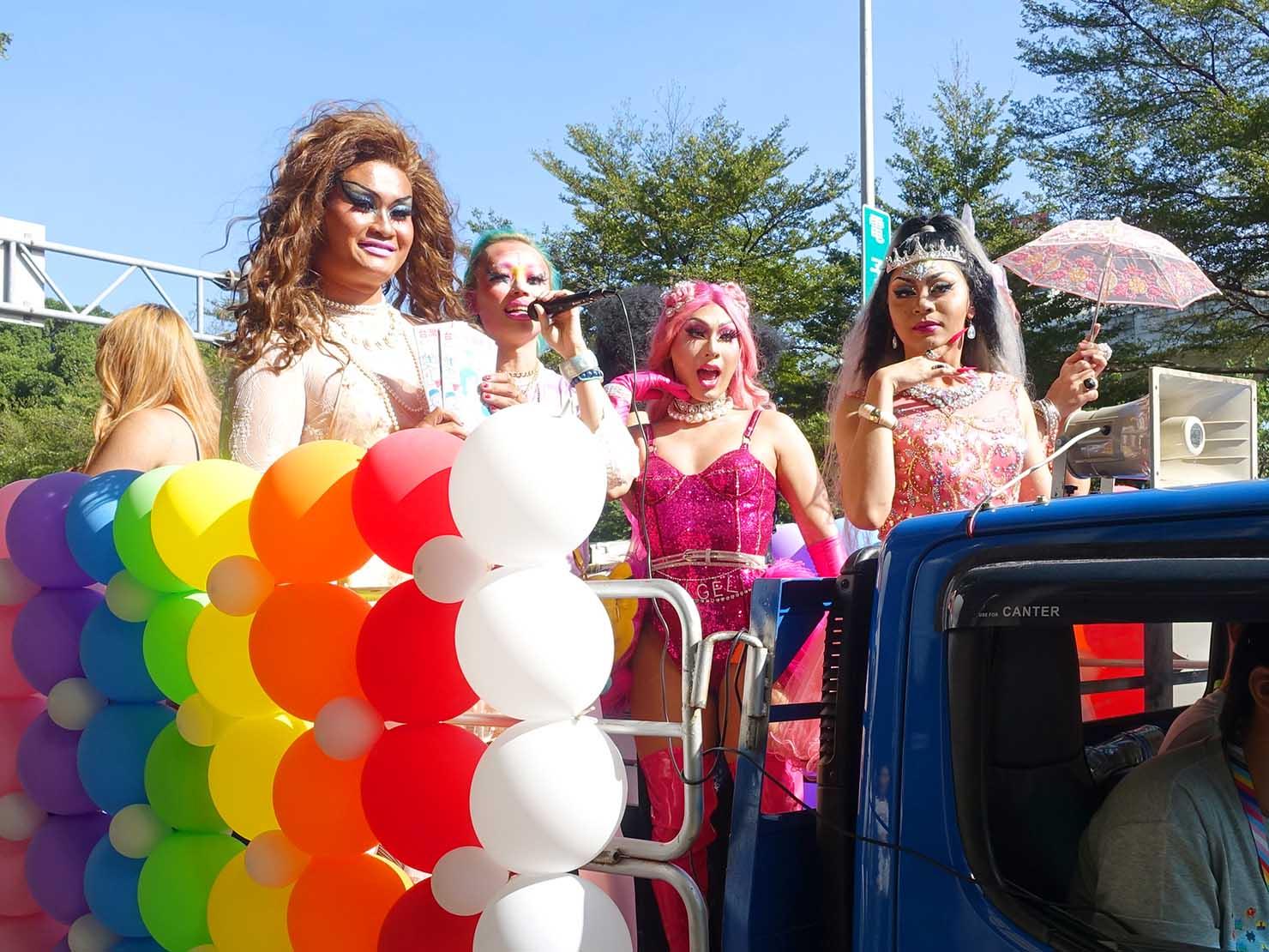 台中同志遊行(台中LGBTプライド)2019のパレードカーに集まるドラァグクイーンのみなさん