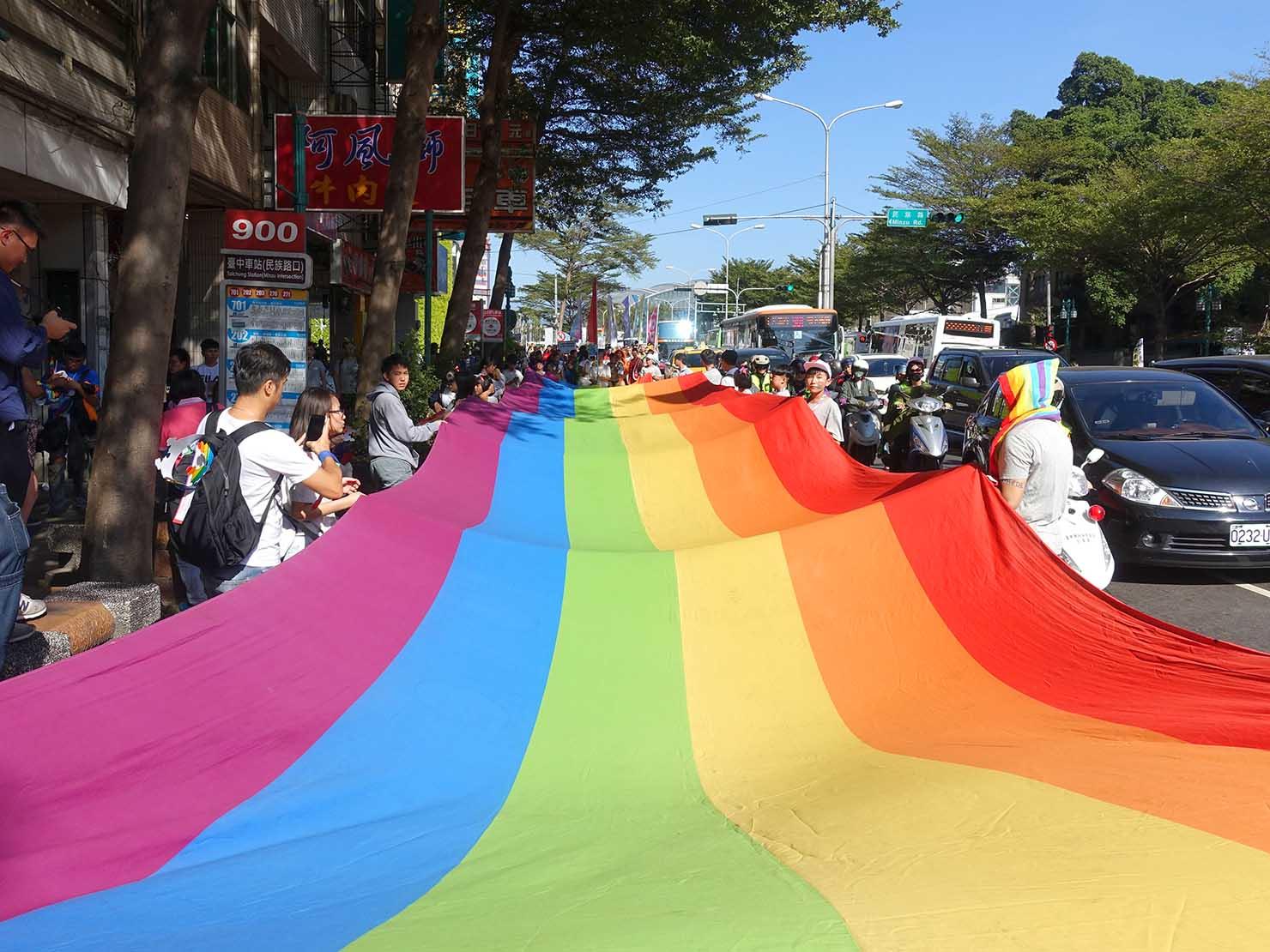 台中同志遊行(台中LGBTプライド)2019に登場した巨大レインボーフラッグ