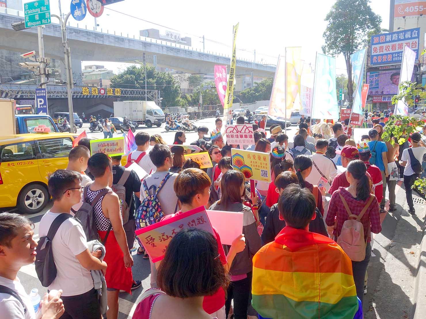 台中同志遊行(台中LGBTプライド)2019の会場をスタートしたパレード隊列