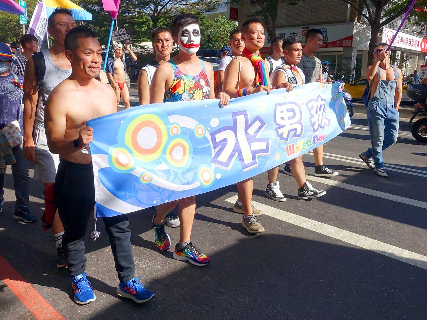 台中同志遊行(台中LGBTプライド)2019のパレードを歩く台湾男子たち