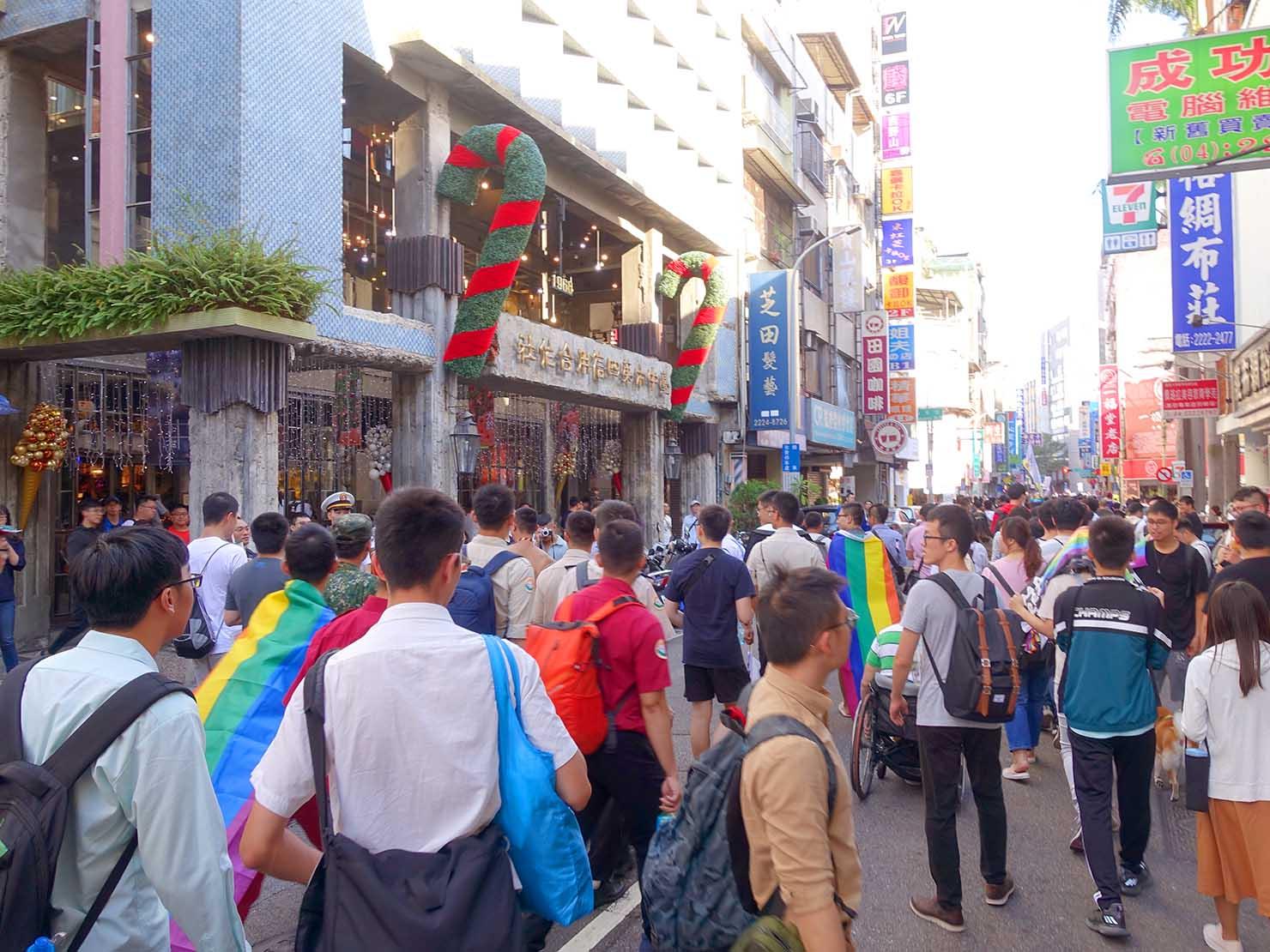 台中同志遊行(台中LGBTプライド)2019でゴール間近のパレード隊列
