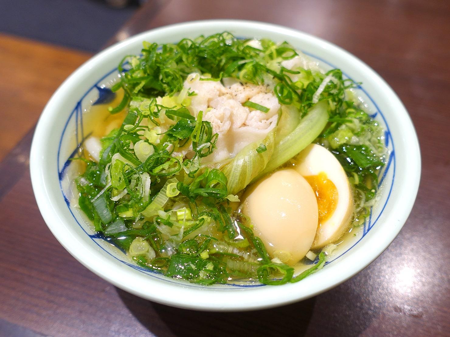 セルフうどんチェーン「丸亀製麺」の台湾限定メニュー・時蔬豬肉烏龍麵(野菜豚肉うどん)