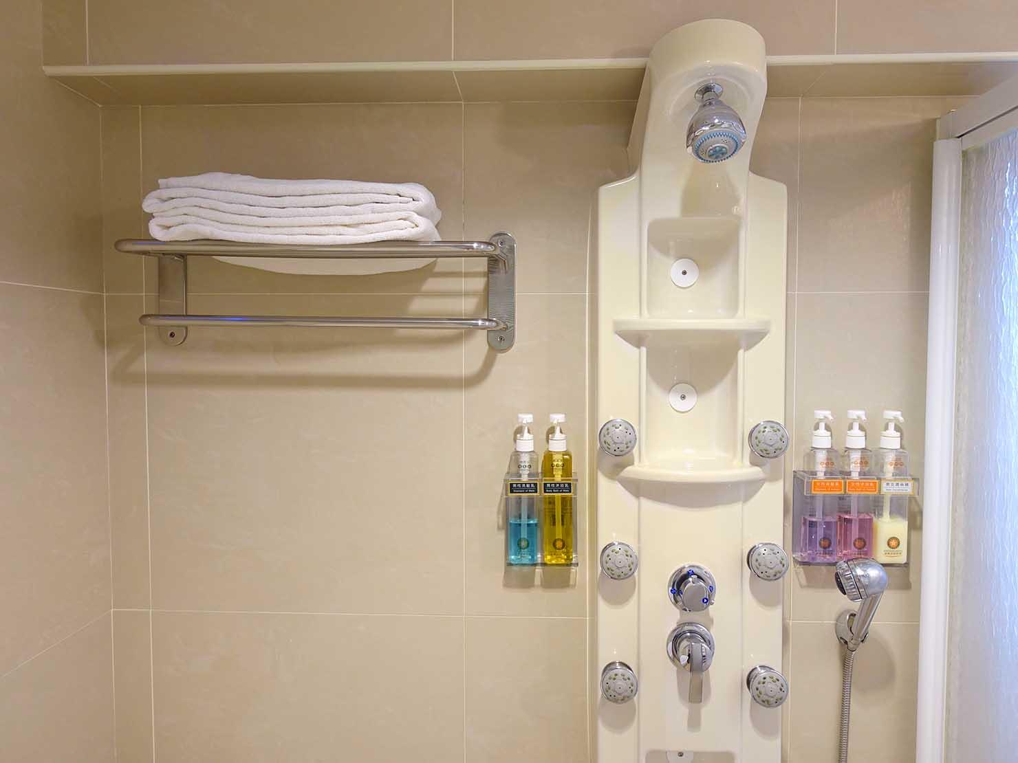 高雄のおすすめチェーンホテル「康橋商旅 Kindness Hotel(漢神館)」豪華雙人房バスルームのシャワー