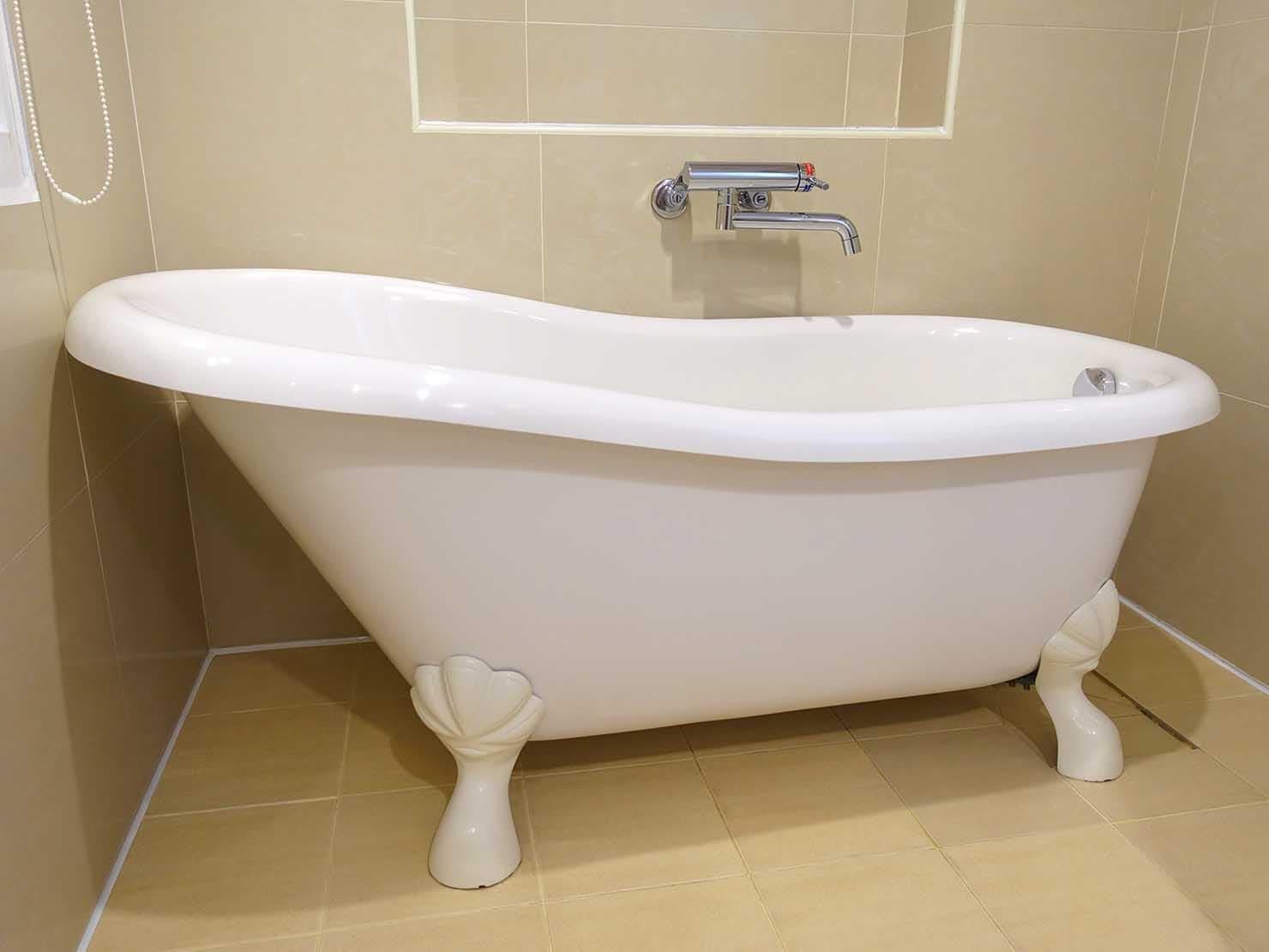 高雄のおすすめチェーンホテル「康橋商旅 Kindness Hotel(漢神館)」豪華雙人房バスルームのバスタブ