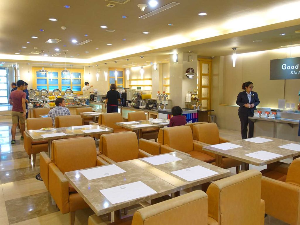 高雄のおすすめチェーンホテル「康橋商旅 Kindness Hotel(漢神館)」のカフェスペース