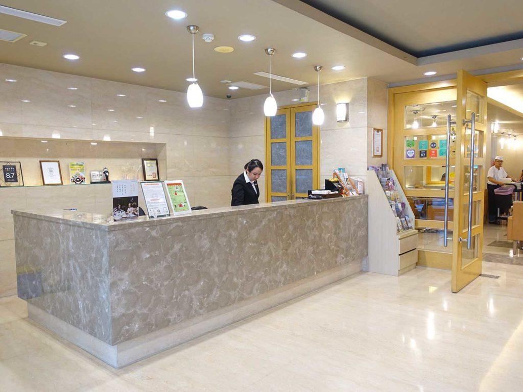 高雄のおすすめチェーンホテル「康橋商旅 Kindness Hotel(漢神館)」のロビー