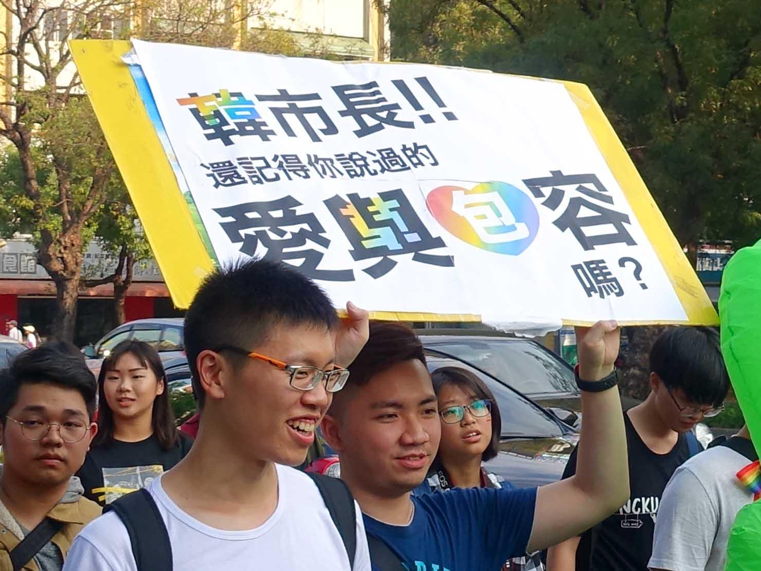 「高雄同志大遊行(高雄プライド)」2019のパレードで高雄市長へのメッセージを伝える参加者