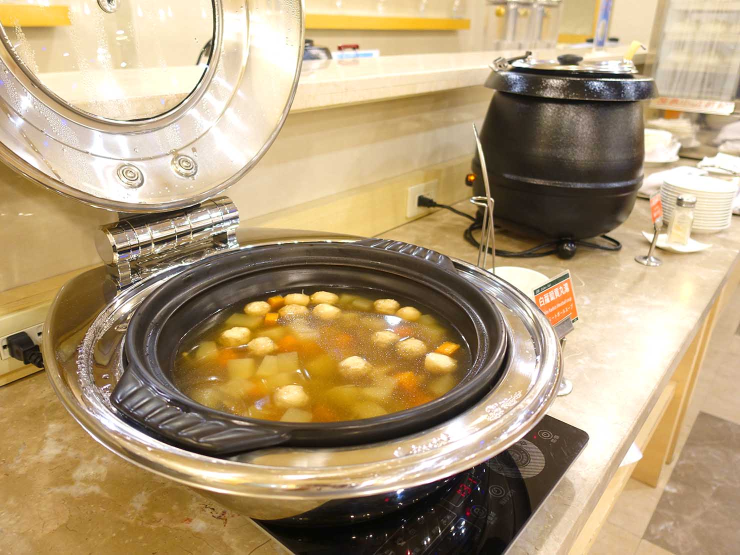 高雄のおすすめチェーンホテル「康橋商旅 Kindness Hotel(漢神館)」カフェスペースの夜食