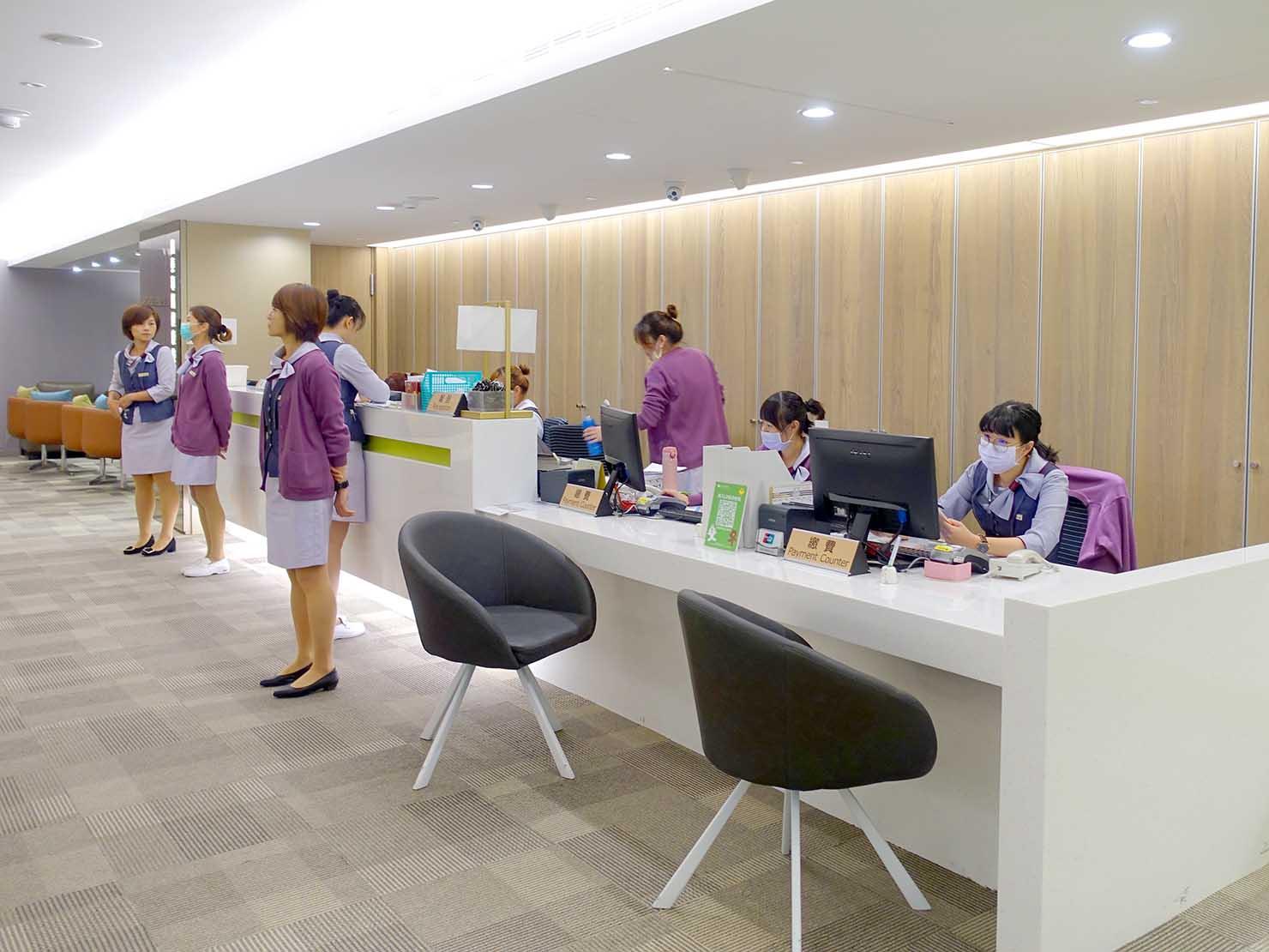 台湾の健康診断センター「國泰健康管理」2Fのお会計カウンター