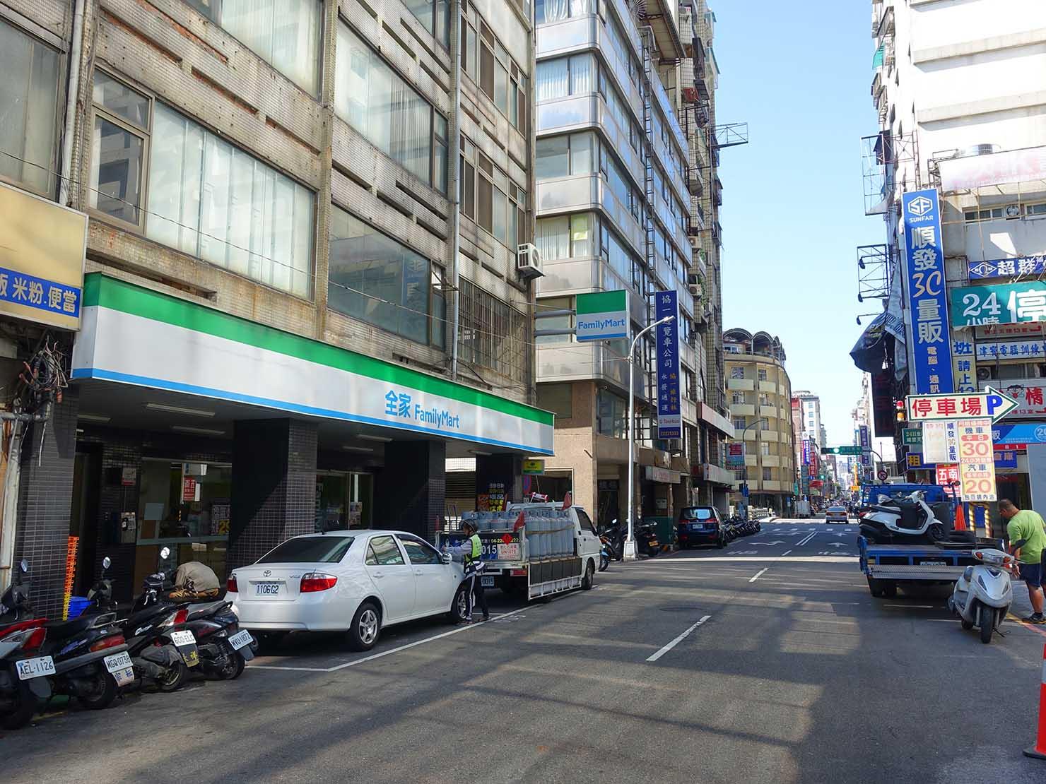 台中・民族路のファミリーマート