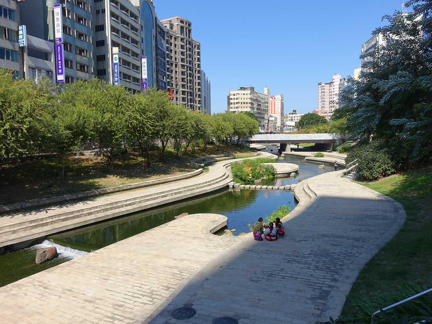 台中・柳川の河辺