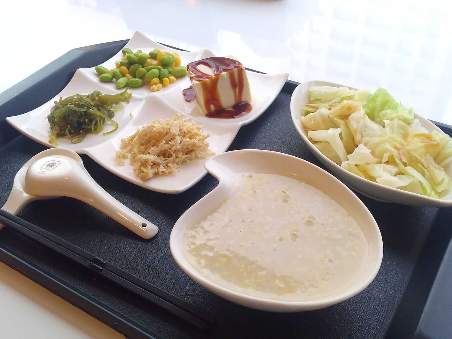台湾の健康診断センター「國泰健康管理」のカフェテリアでいただく台湾式朝ごはん