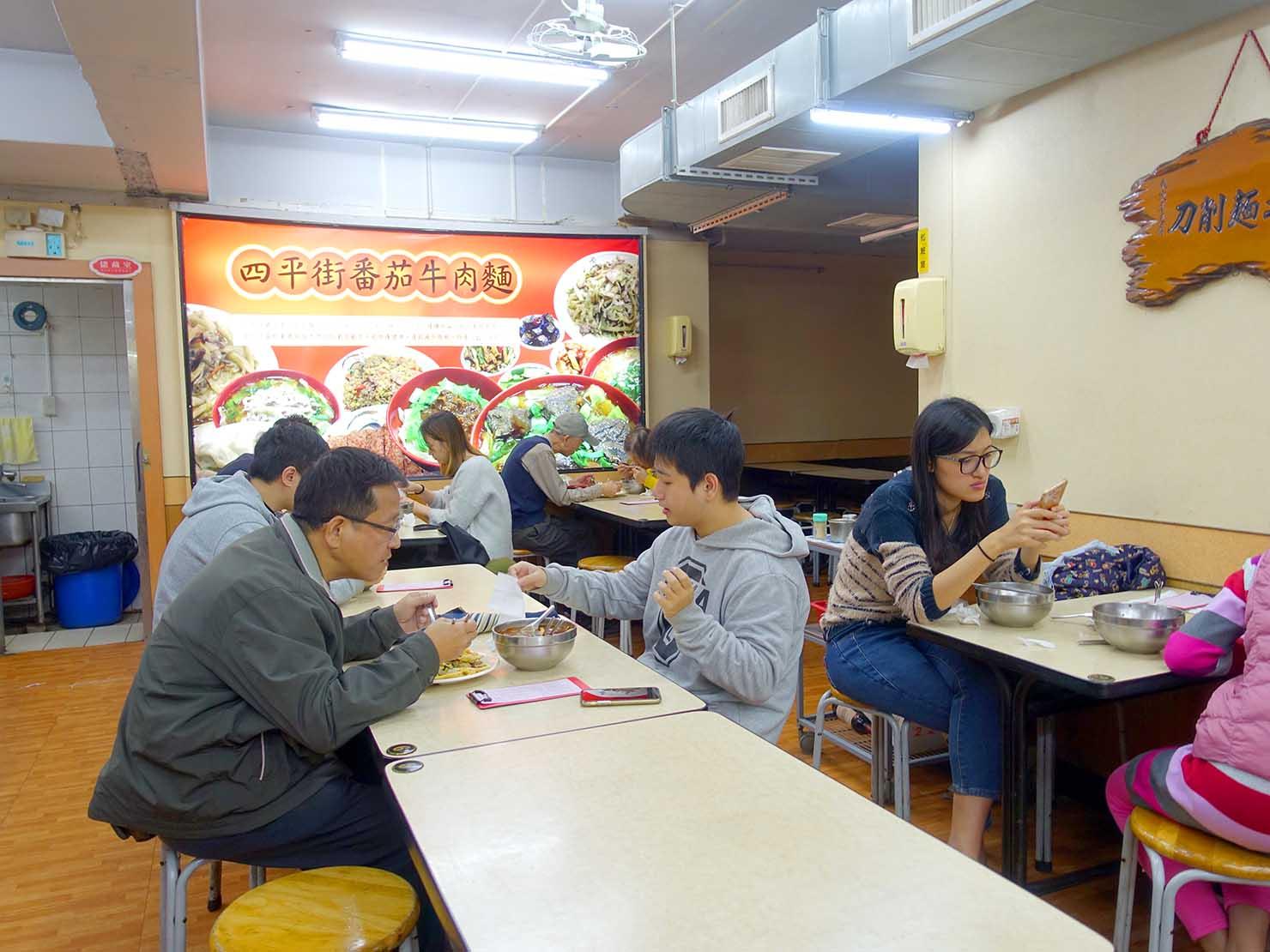 台北・松江南京駅(四平街商圈)周辺のおすすめグルメ店「四平街番茄牛肉麵」の店内