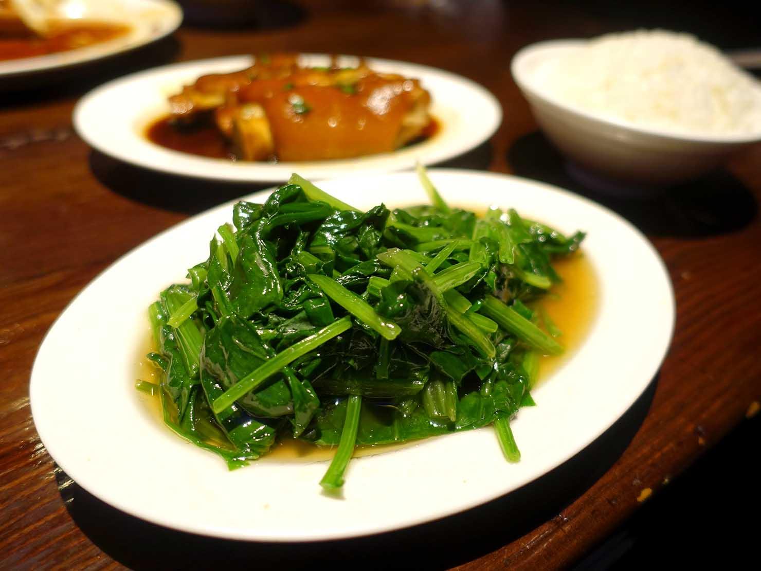 台北・松江南京駅(四平街商圈)周辺のおすすめグルメ店「富霸王豬腳」の燙青菜
