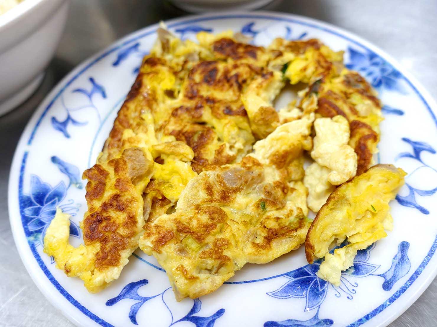 台北・松江南京駅(四平街商圈)周辺のおすすめグルメ店「梁記嘉義雞肉飯」の菜脯蛋