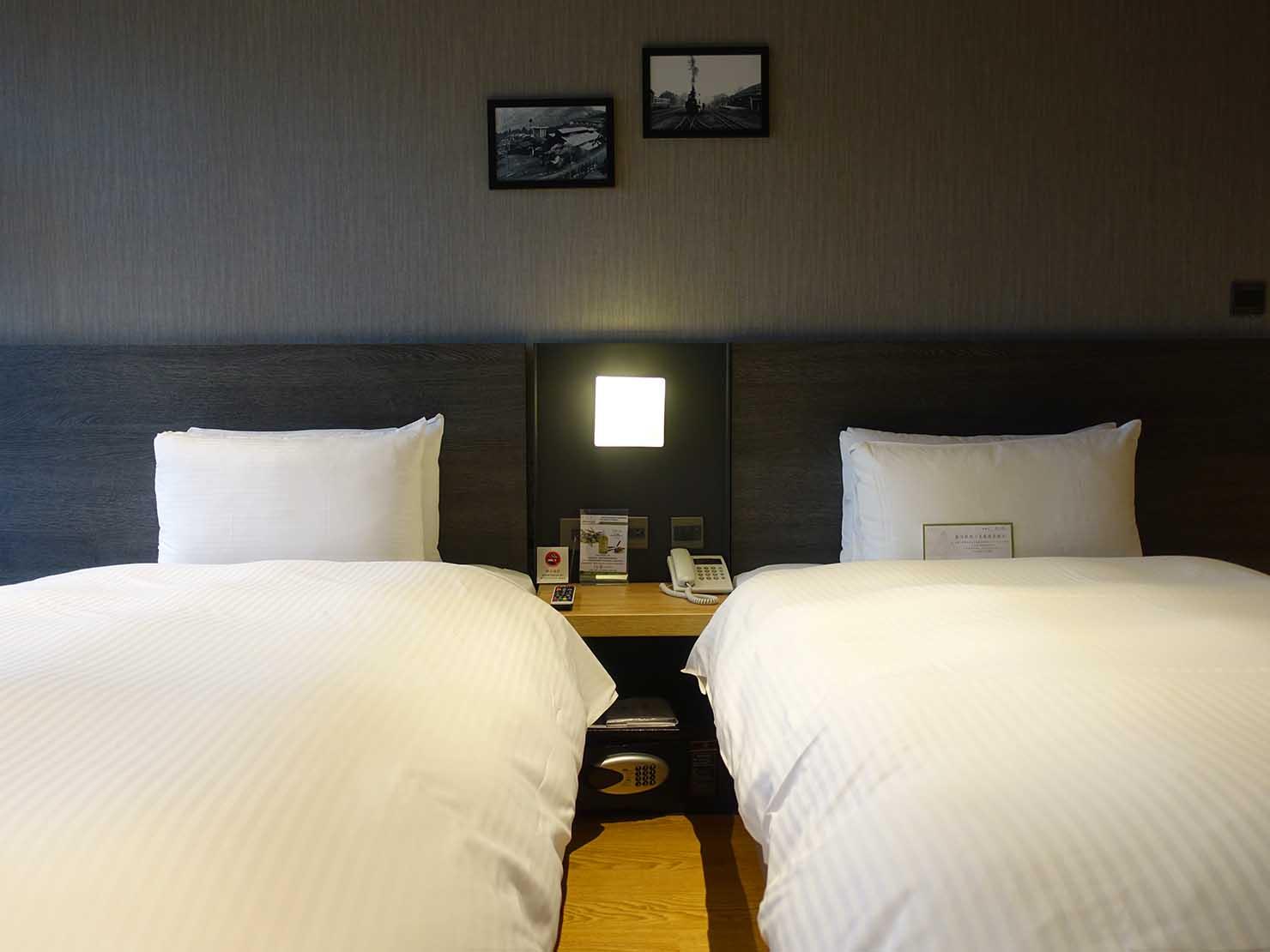 嘉義のおすすめホテル「嘉義觀止」觀止商務房(ツインルーム)のベッド