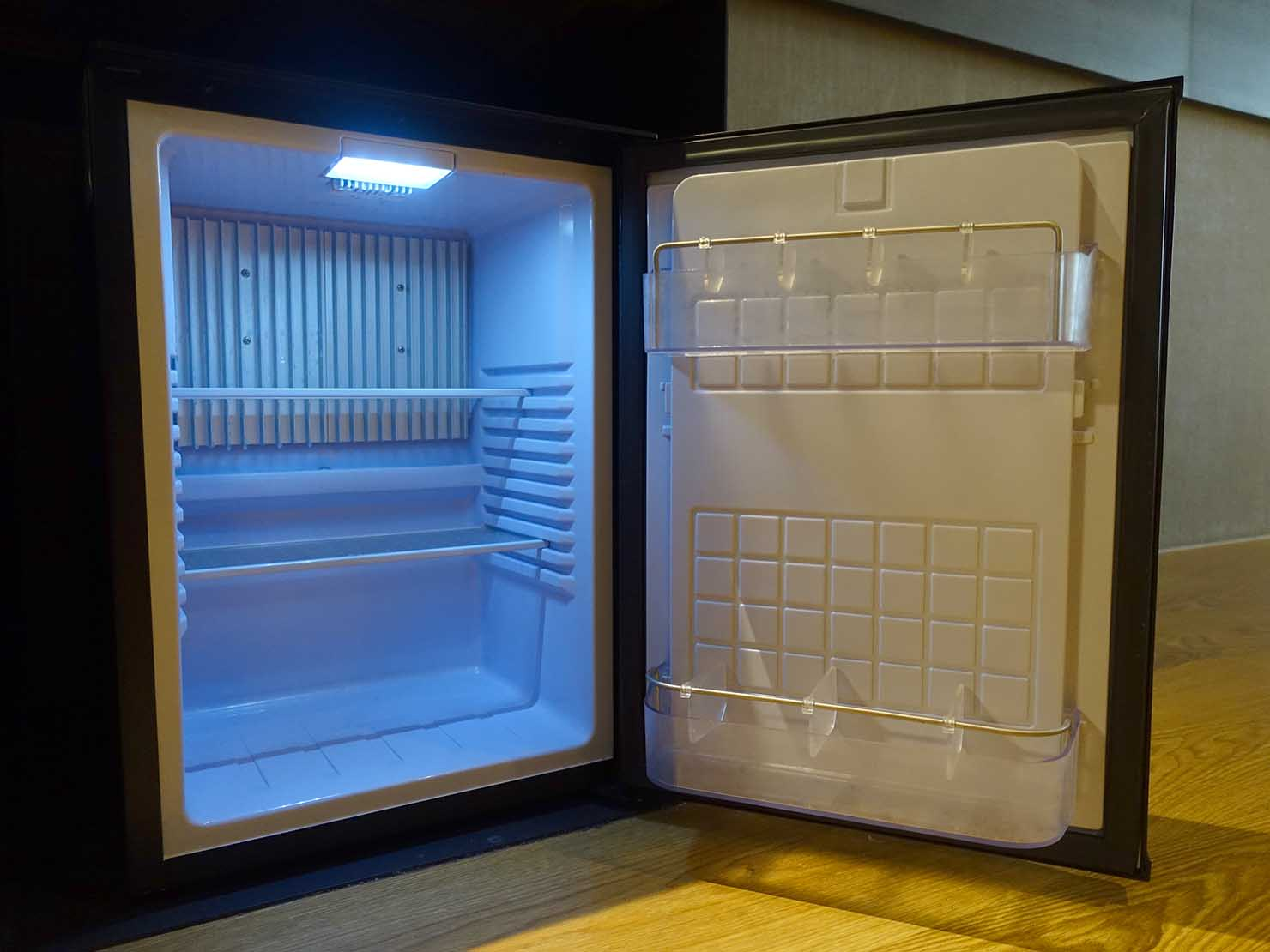 嘉義のおすすめホテル「嘉義觀止」觀止商務房(ツインルーム)の冷蔵庫
