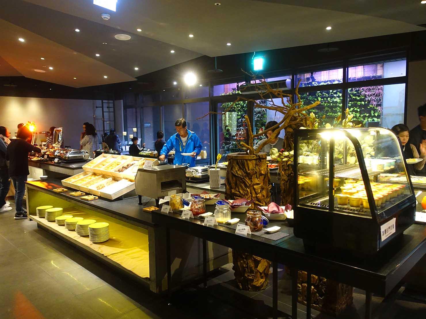 嘉義のおすすめホテル「嘉義觀止」B1F觀止餐廳でいただく朝食ビュッフェの料理カウンター