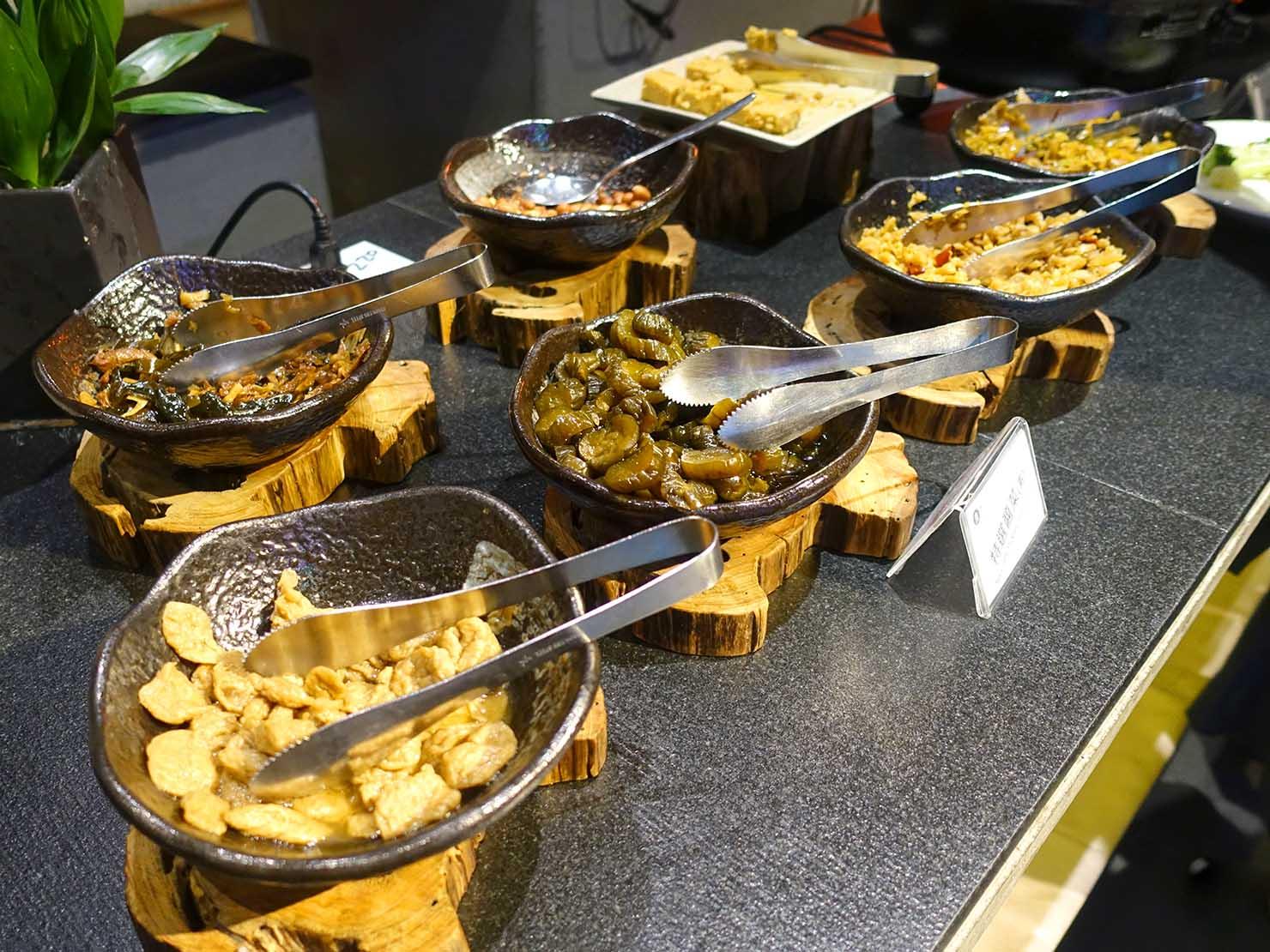 嘉義のおすすめホテル「嘉義觀止」B1F觀止餐廳でいただく朝食ビュッフェのお粥トッピング