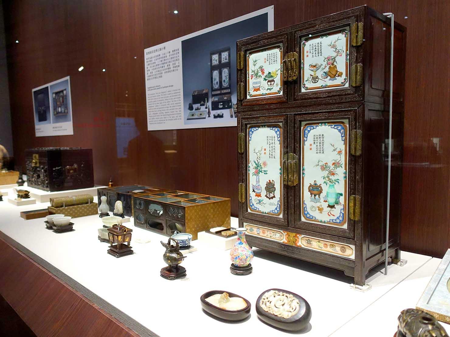嘉義のおすすめ観光スポット「故宮南院」に展示された飾り棚