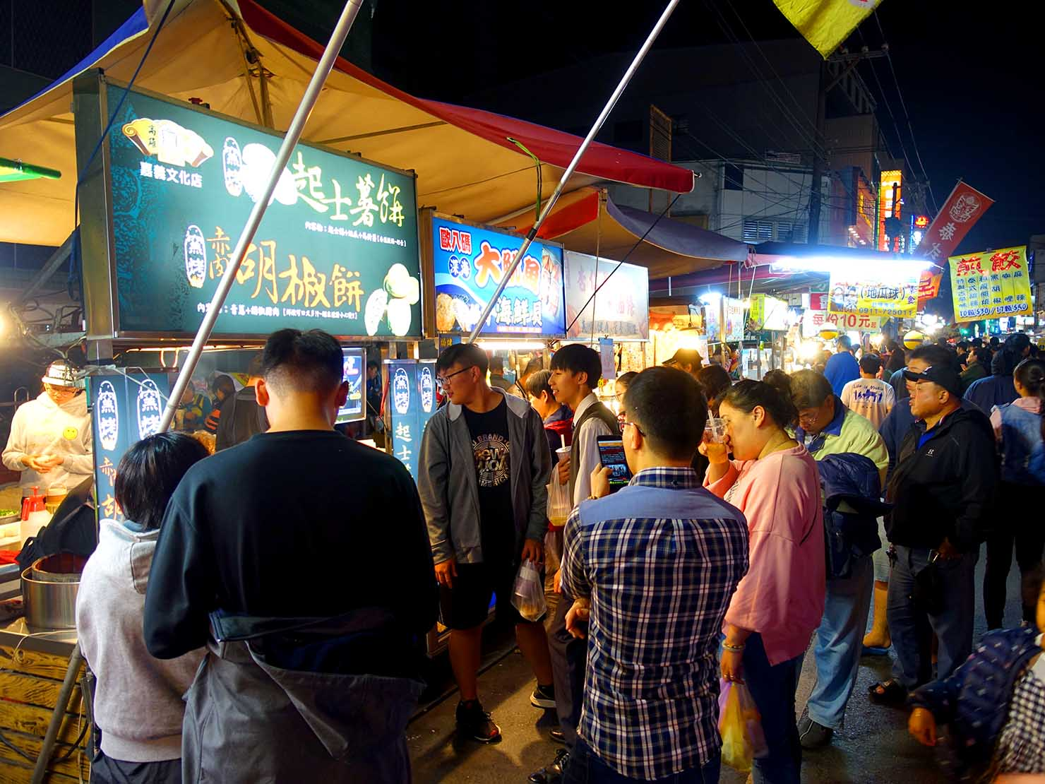 嘉義のおすすめ観光スポット「文化路夜市」に並ぶ屋台