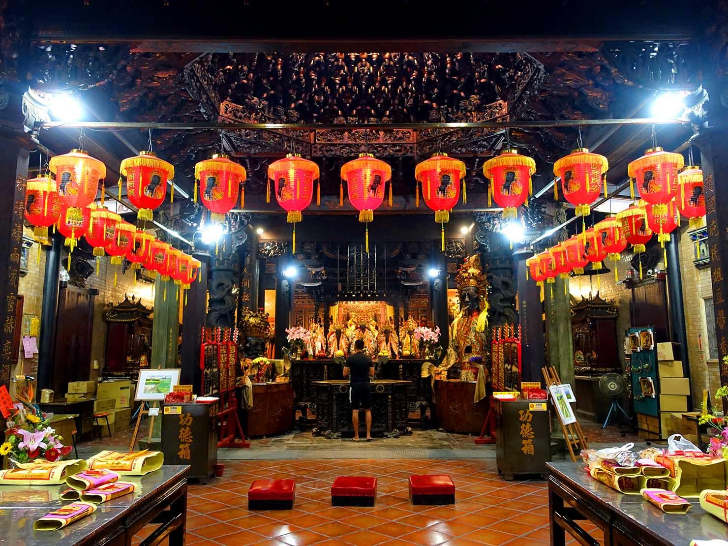 嘉義のおすすめ観光スポット「嘉義城隍廟」の正殿