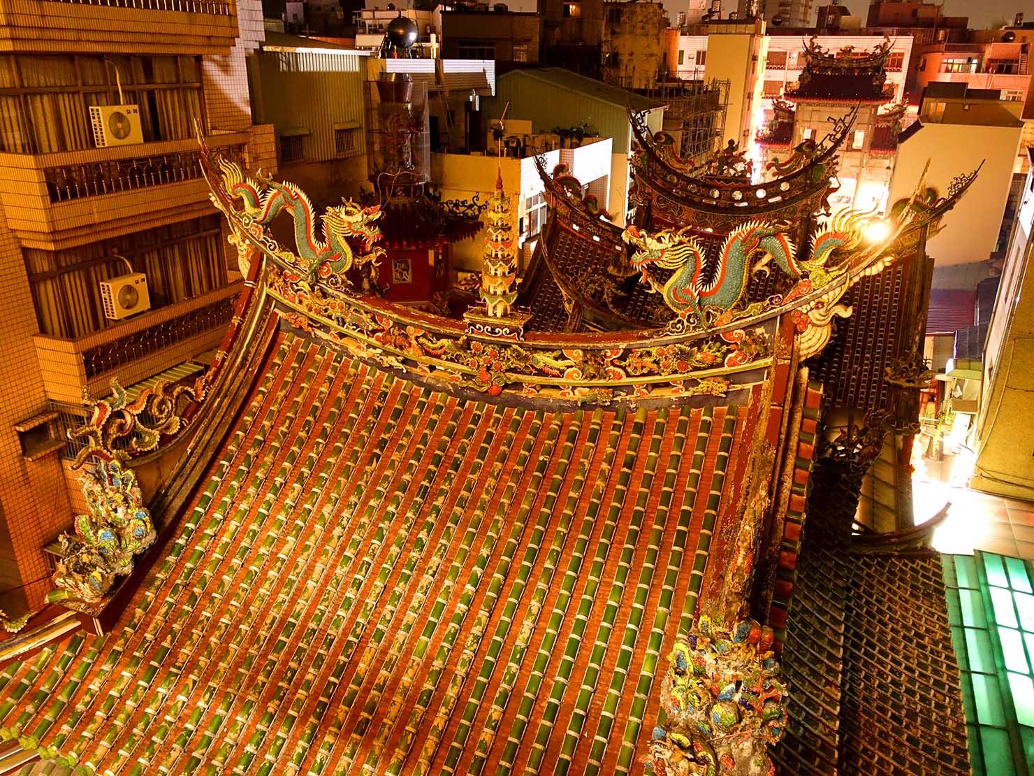 嘉義のおすすめ観光スポット「嘉義城隍廟」の屋根