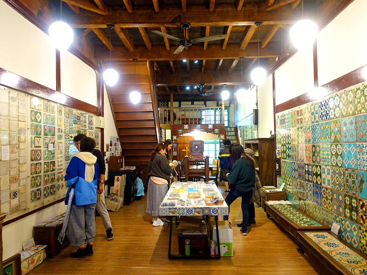 嘉義のおすすめ観光スポット「台灣花磚博物館」の館内1F
