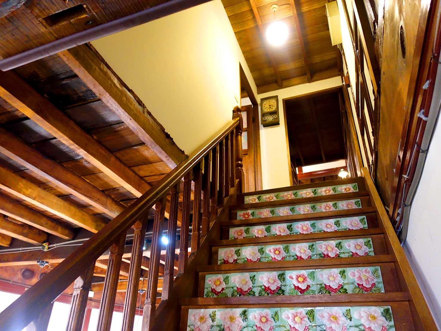 嘉義のおすすめ観光スポット「台灣花磚博物館」2Fへの階段