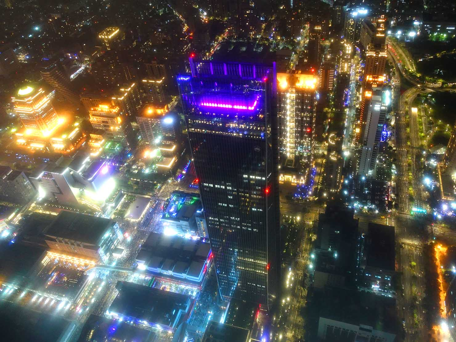 KKday「台北101 89階展望台カウントダウンパーティー」の展望台から眺める信義區
