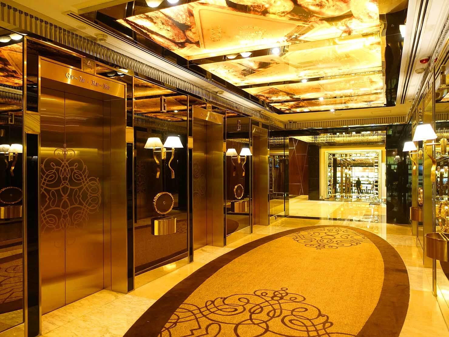 マカオのホテルのエレベーターホール