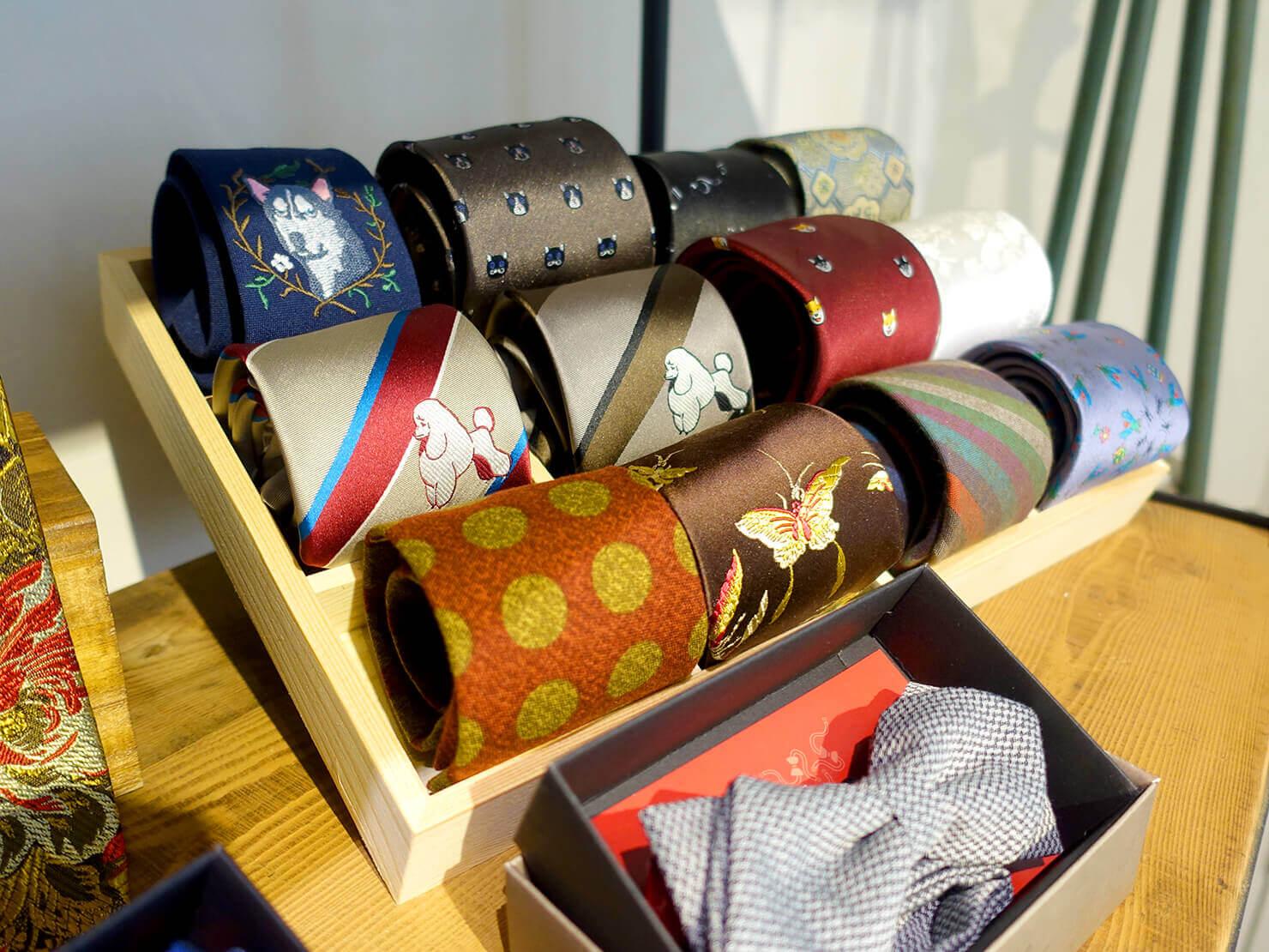 台湾のおすすめ革靴ブランド「林果良品 ORINGO」台北東門店に並ぶネクタイ