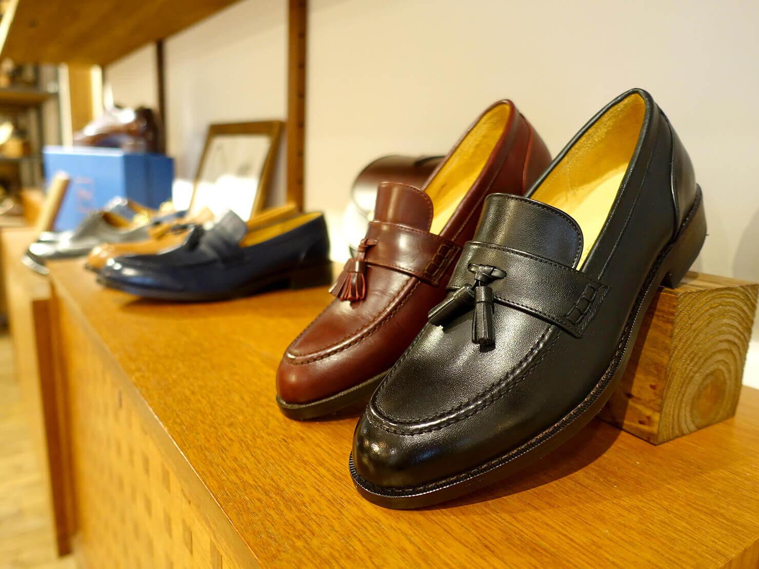 台湾のおすすめ革靴ブランド「林果良品 ORINGO」台北東門店に並ぶレディースの樂福鞋(ローファー)