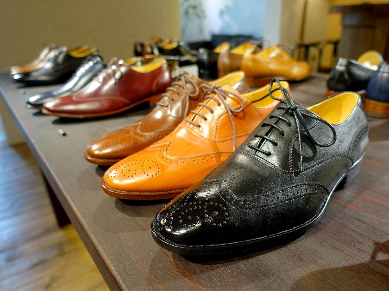 台湾のおすすめ革靴ブランド「林果良品 ORINGO」台北東門店に並ぶメンズの牛津鞋(オックスフォード・シューズ)