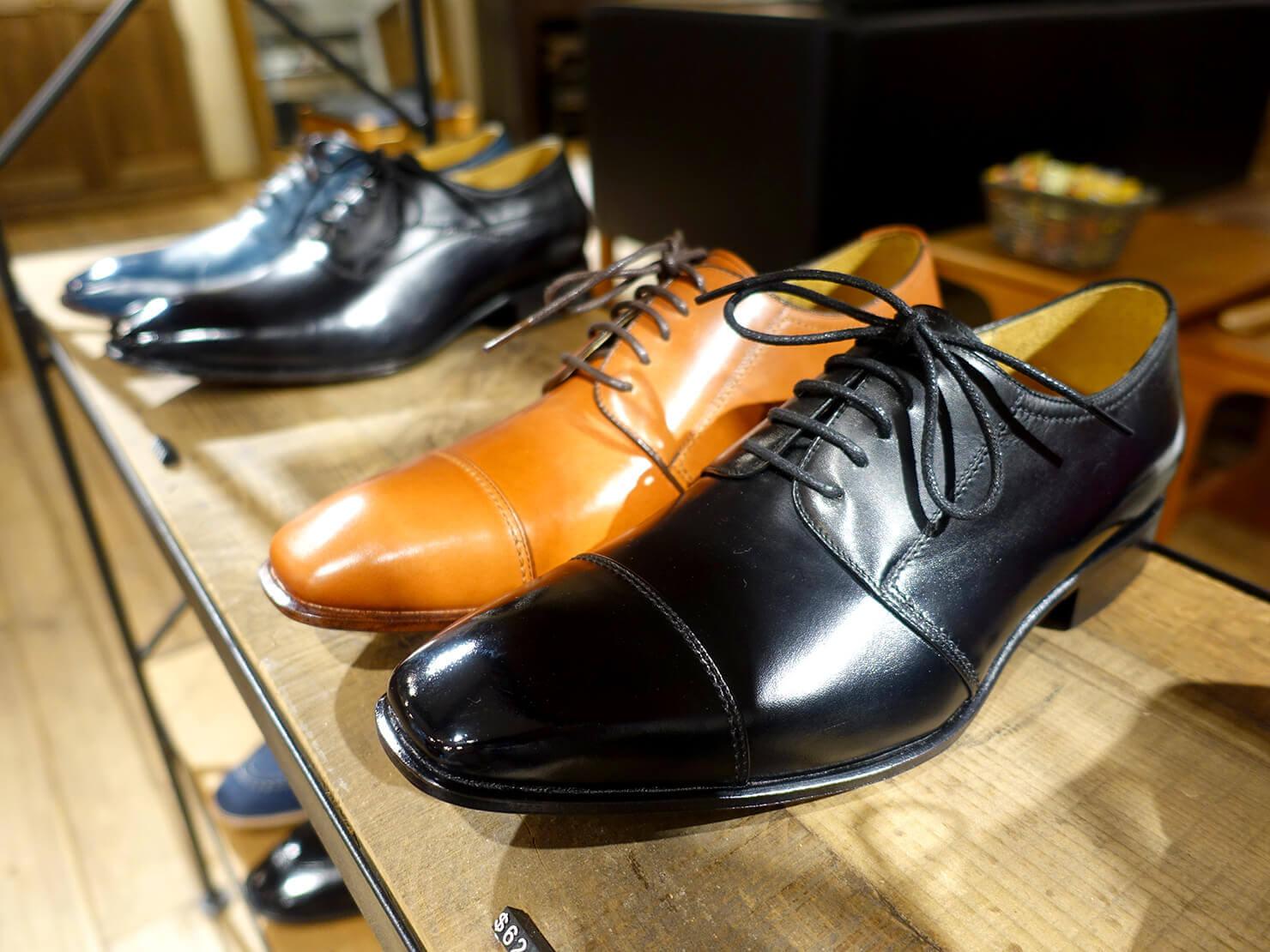 台湾のおすすめ革靴ブランド「林果良品 ORINGO」台北東門店に並ぶメンズの德比鞋(ダービー・シューズ)
