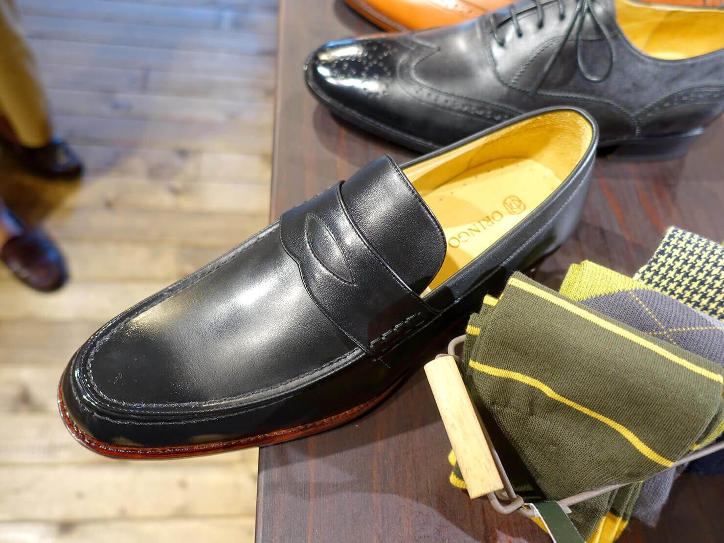 台湾のおすすめ革靴ブランド「林果良品 ORINGO」台北東門店に並ぶメンズの樂福鞋(ローファー)