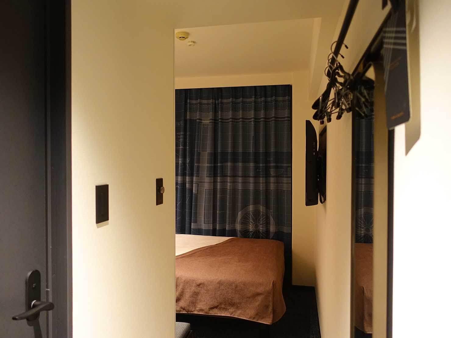 福岡・中洲川端にあるおしゃれなおすすめホテル「THE LIVELY」玄関側から見たスタンダードダブル