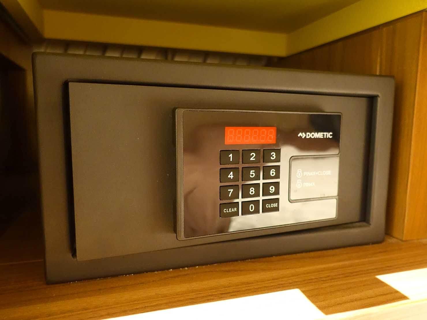 福岡・中洲川端にあるおしゃれなおすすめホテル「THE LIVELY」スタンダードダブルのセキュリティボックス