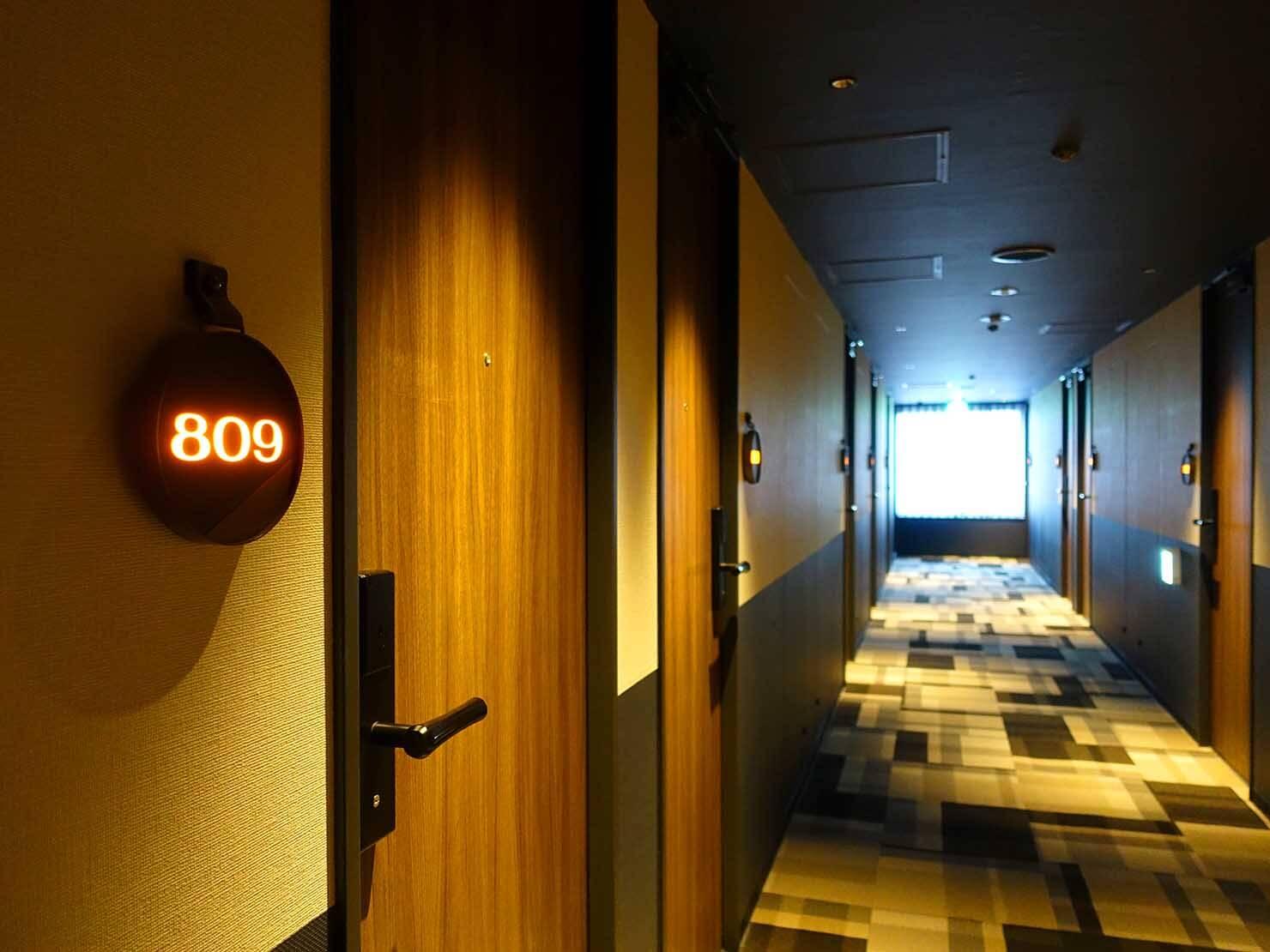 福岡・中洲川端にあるおしゃれなおすすめホテル「THE LIVELY」の廊下