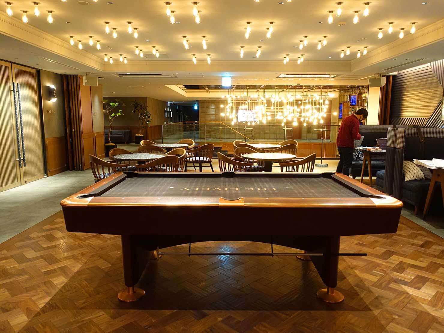 福岡・中洲川端にあるおしゃれなおすすめホテル「THE LIVELY」のコワーキングスペース・LIVERALLYのビリヤードテーブル