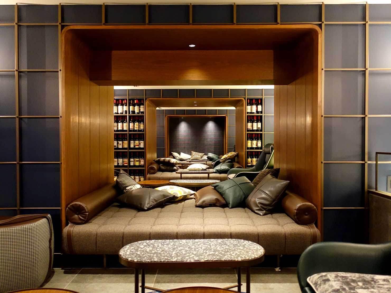 福岡・中洲川端にあるおしゃれなおすすめホテル「THE LIVELY」1Fロビーのソファ席