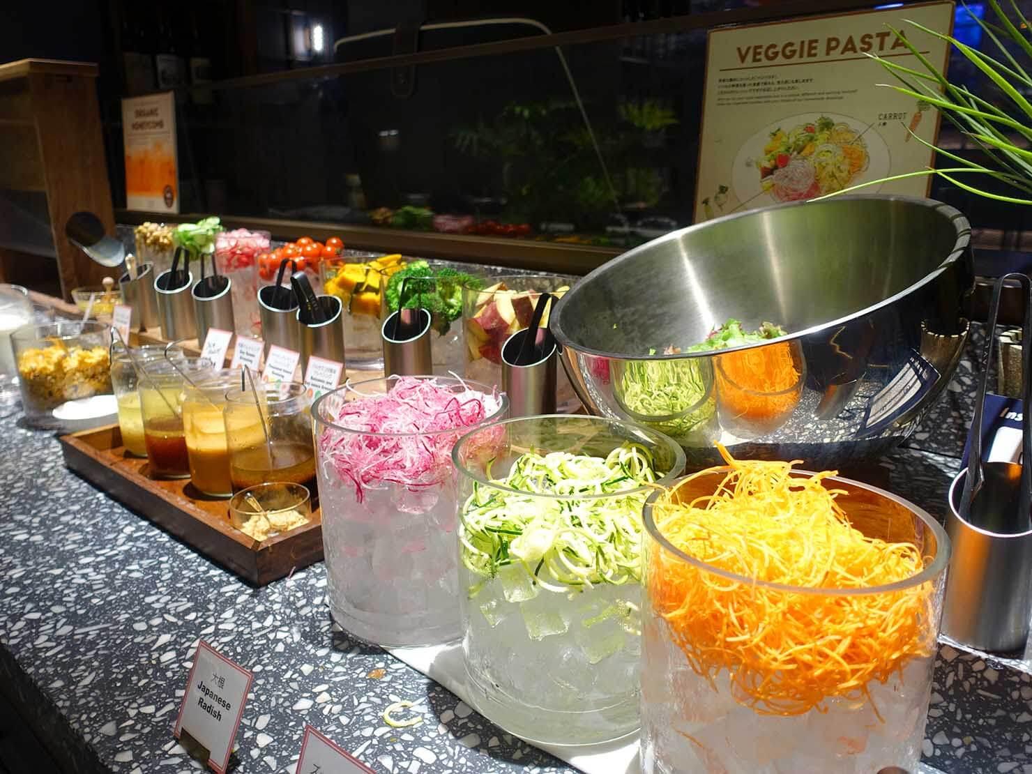 福岡・中洲川端にあるおしゃれなおすすめホテル「THE LIVELY」のレストラン・THE LIVELY KITCHENのサラダ