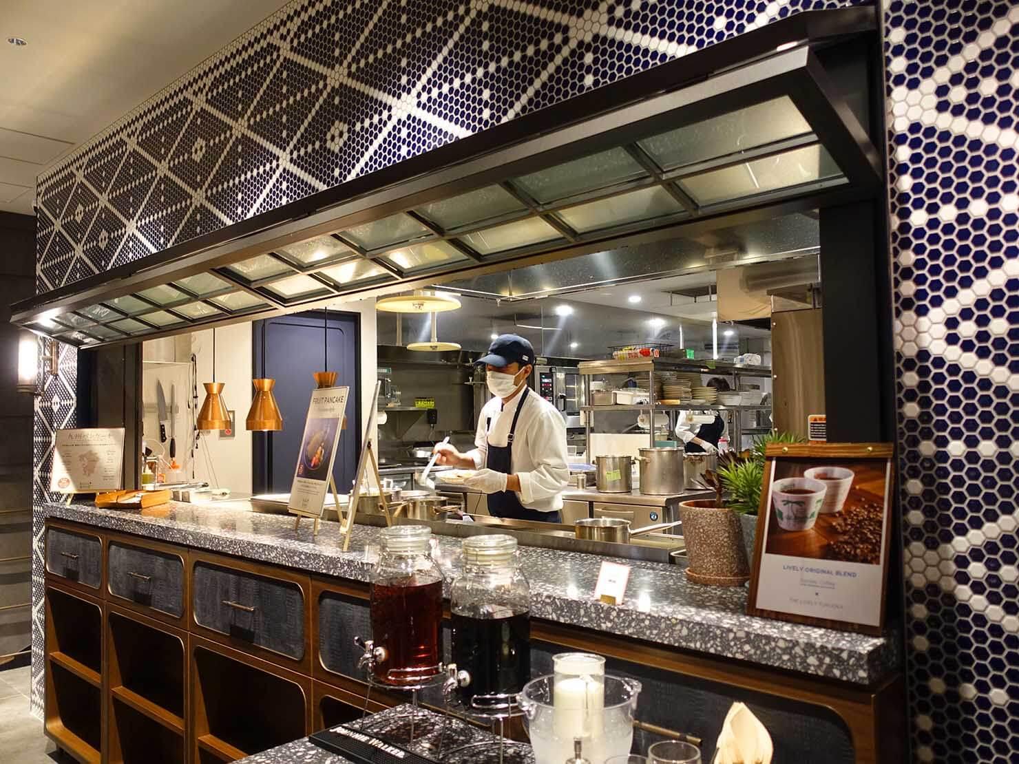 福岡・中洲川端にあるおしゃれなおすすめホテル「THE LIVELY」のレストラン・THE LIVELY KITCHENのパンケーキカウンター