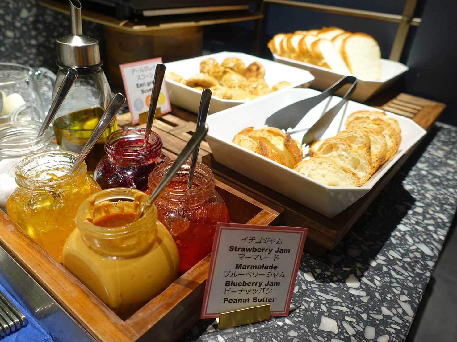 福岡・中洲川端にあるおしゃれなおすすめホテル「THE LIVELY」のレストラン・THE LIVELY KITCHENのパン