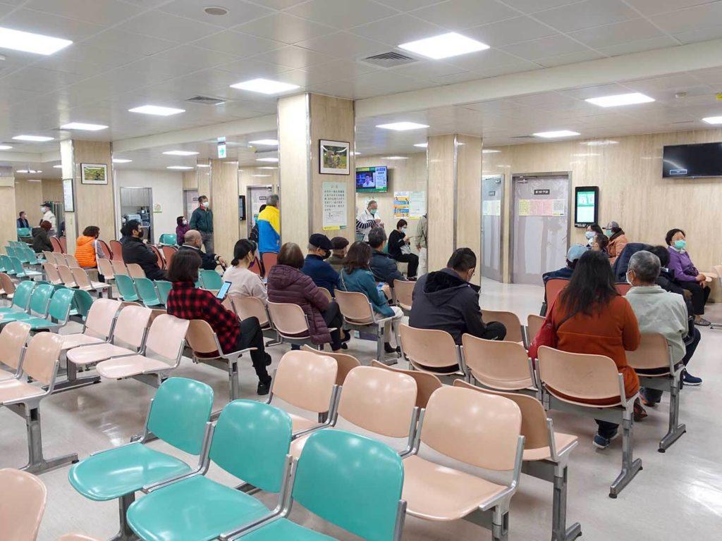 台北・國泰綜合醫院の待合スペース