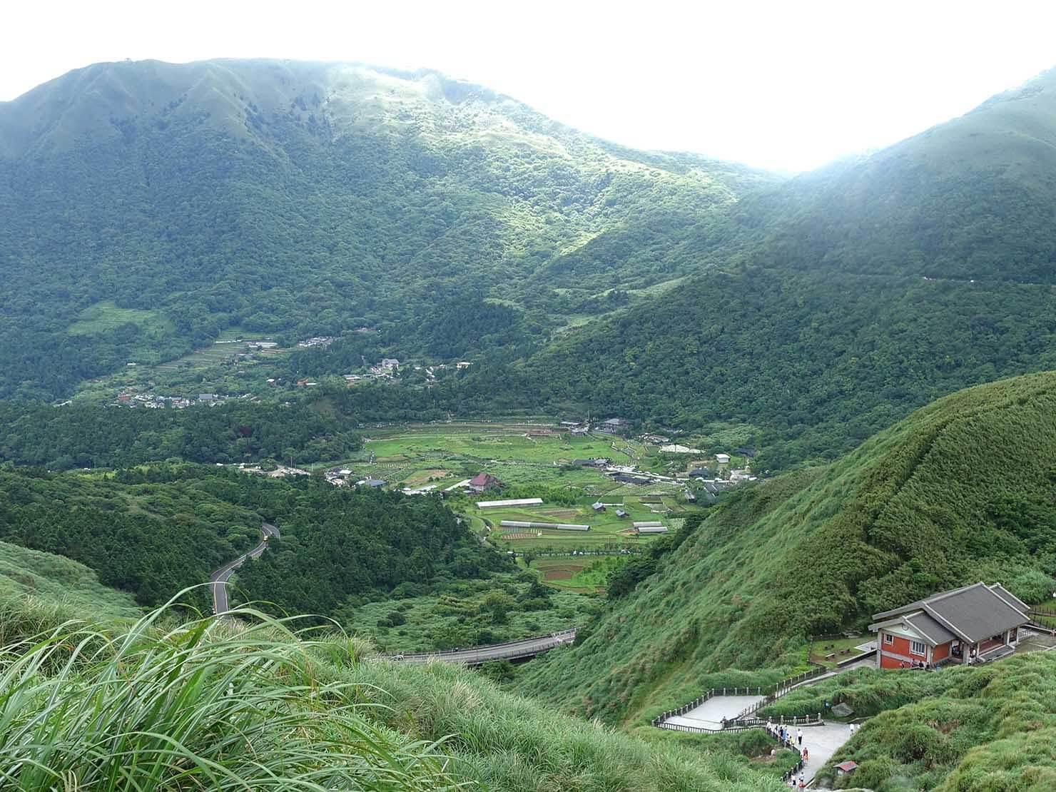 台北・陽明山のおすすめスポット「小油坑」から眺める竹子湖