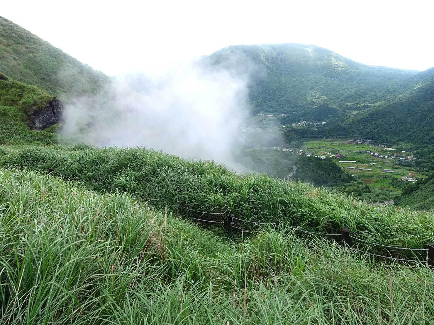 台北最高峰・七星山への登山歩道から眺める小油坑