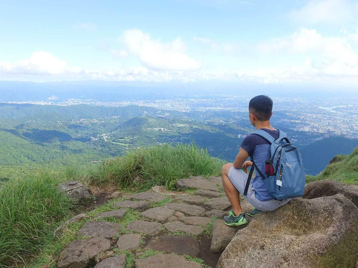 台北最高峰・七星山の東峰から台北市街を望む