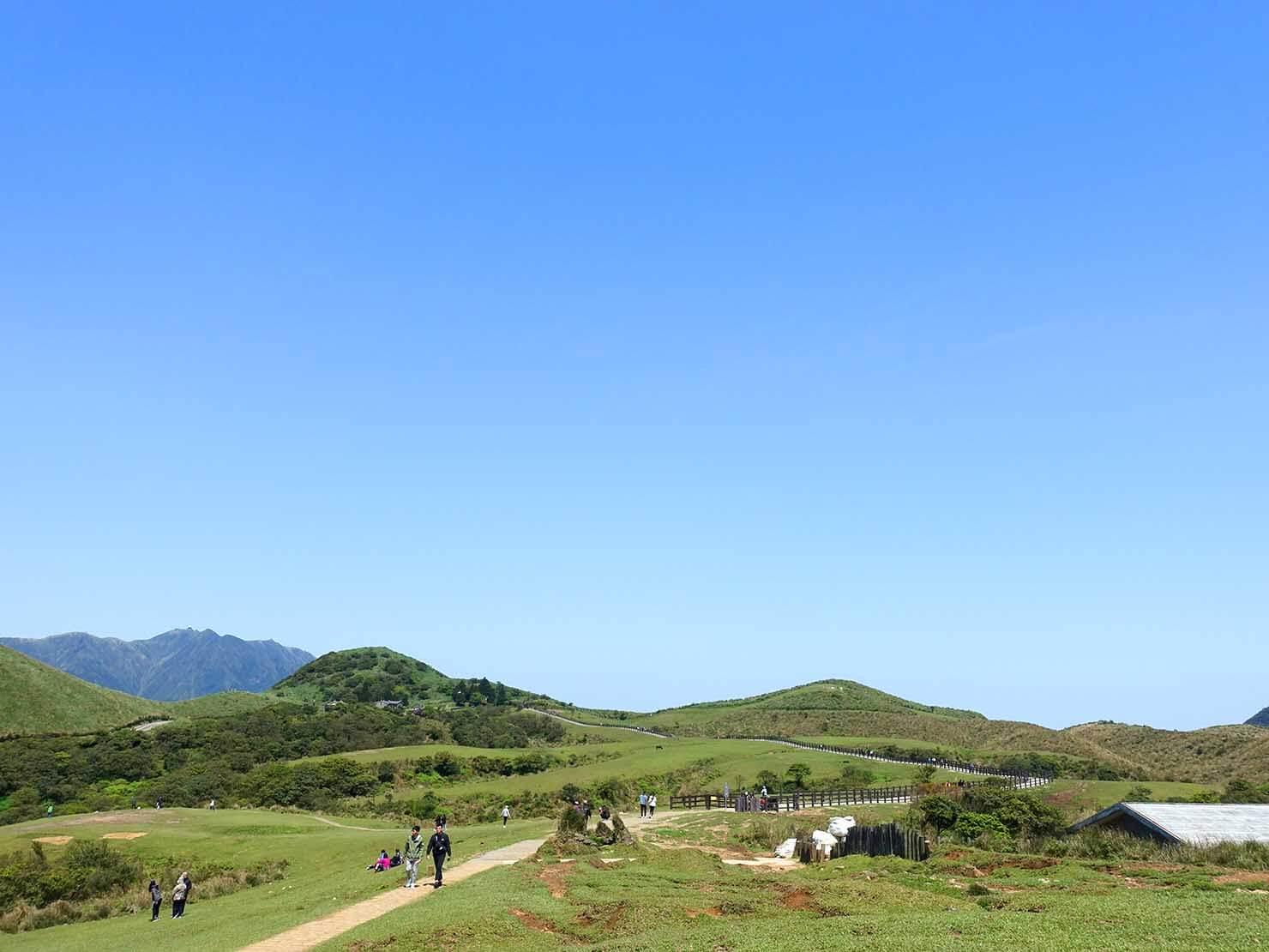 台北・陽明山のおすすめスポット「擎天崗」から望む空