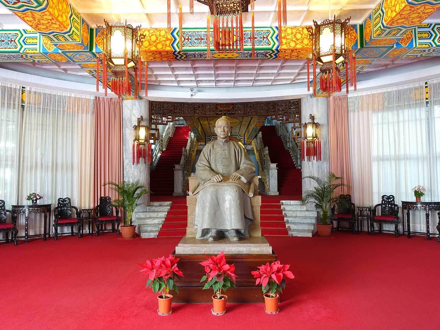 台北・陽明山のおすすめスポット「中山樓」に佇む孫中山像